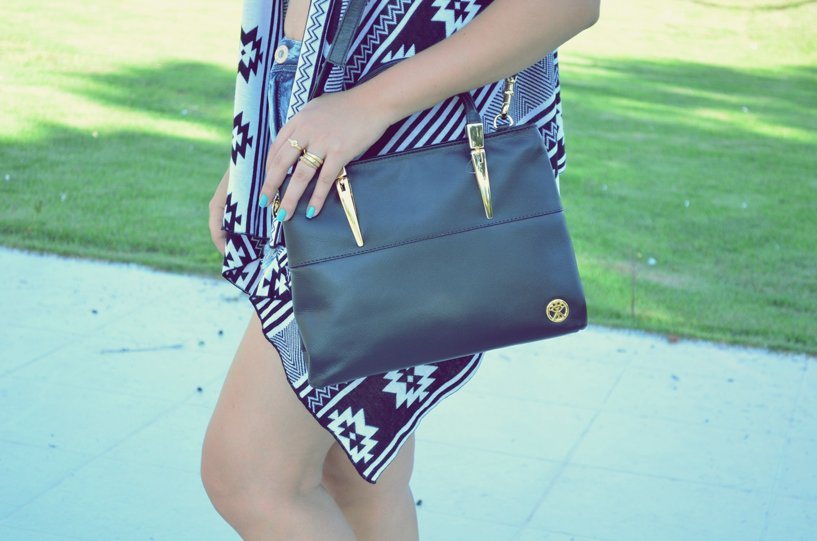 look folk+short hot pant +colete gypsy + bota de franjas + cropped de crôche + blog pink woman 11