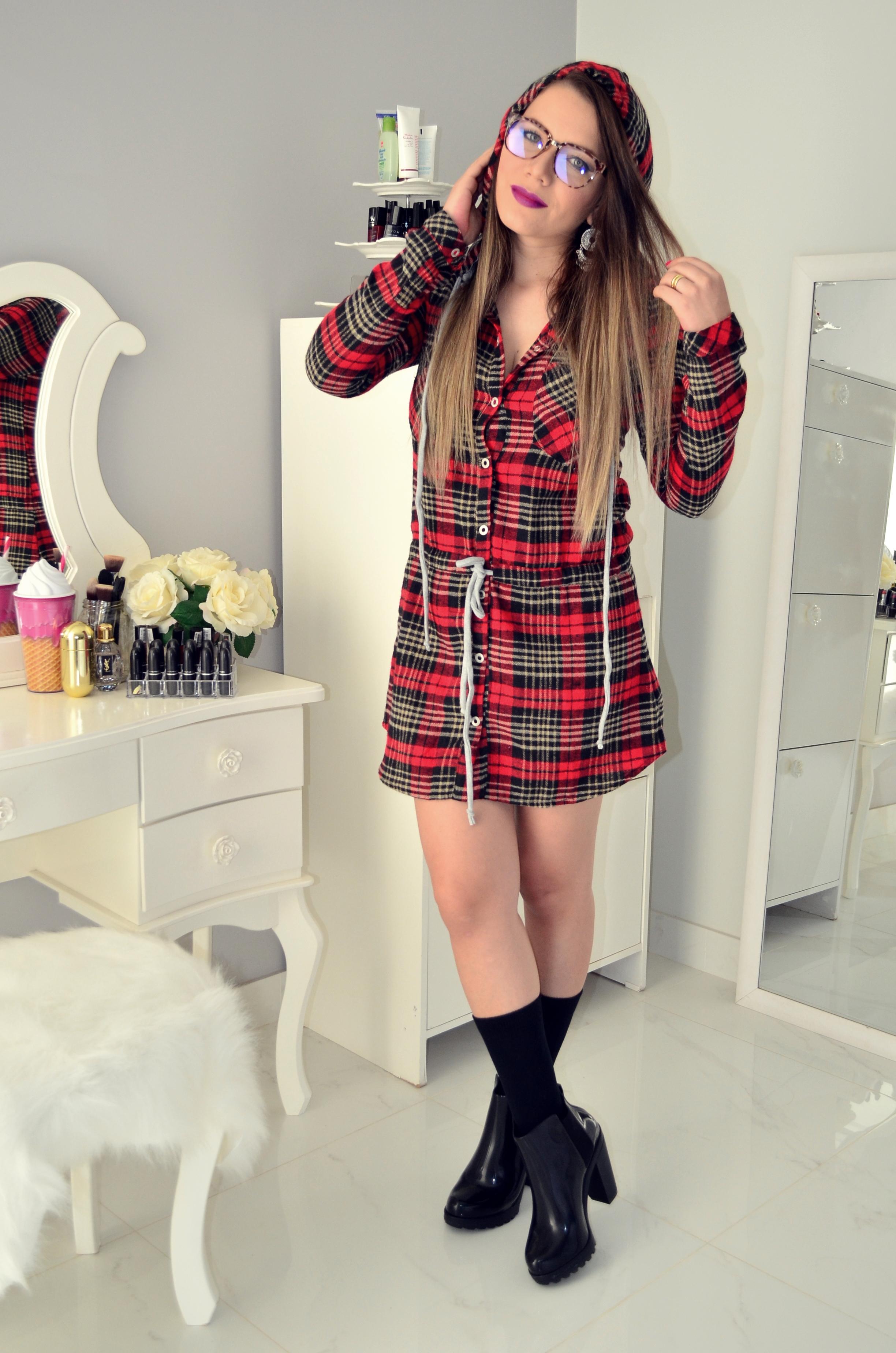 vestido xadrez e bota melissa 6