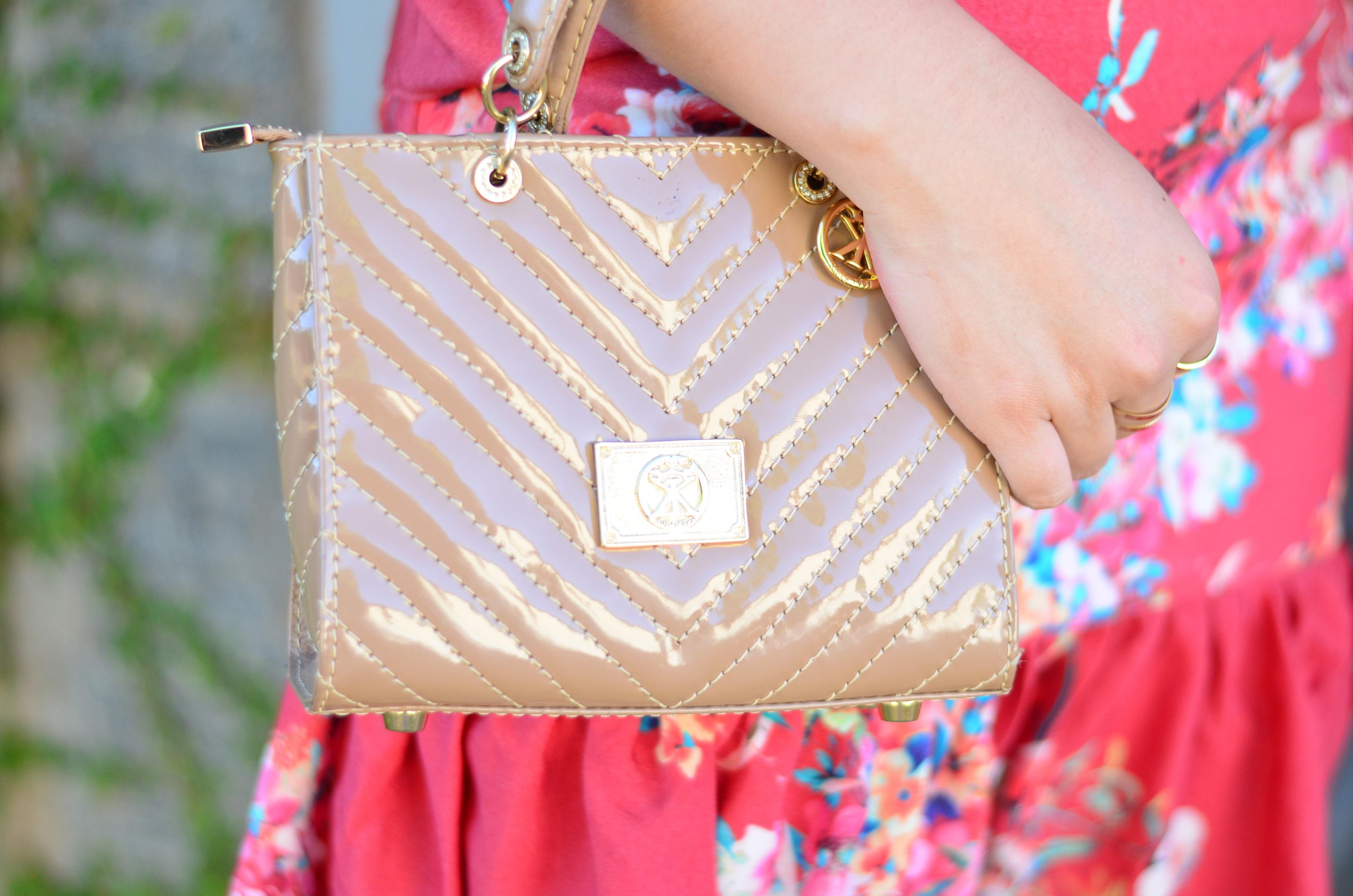 look-do-dia-conjunto-floral-e-salto-schutz-mini-bag17