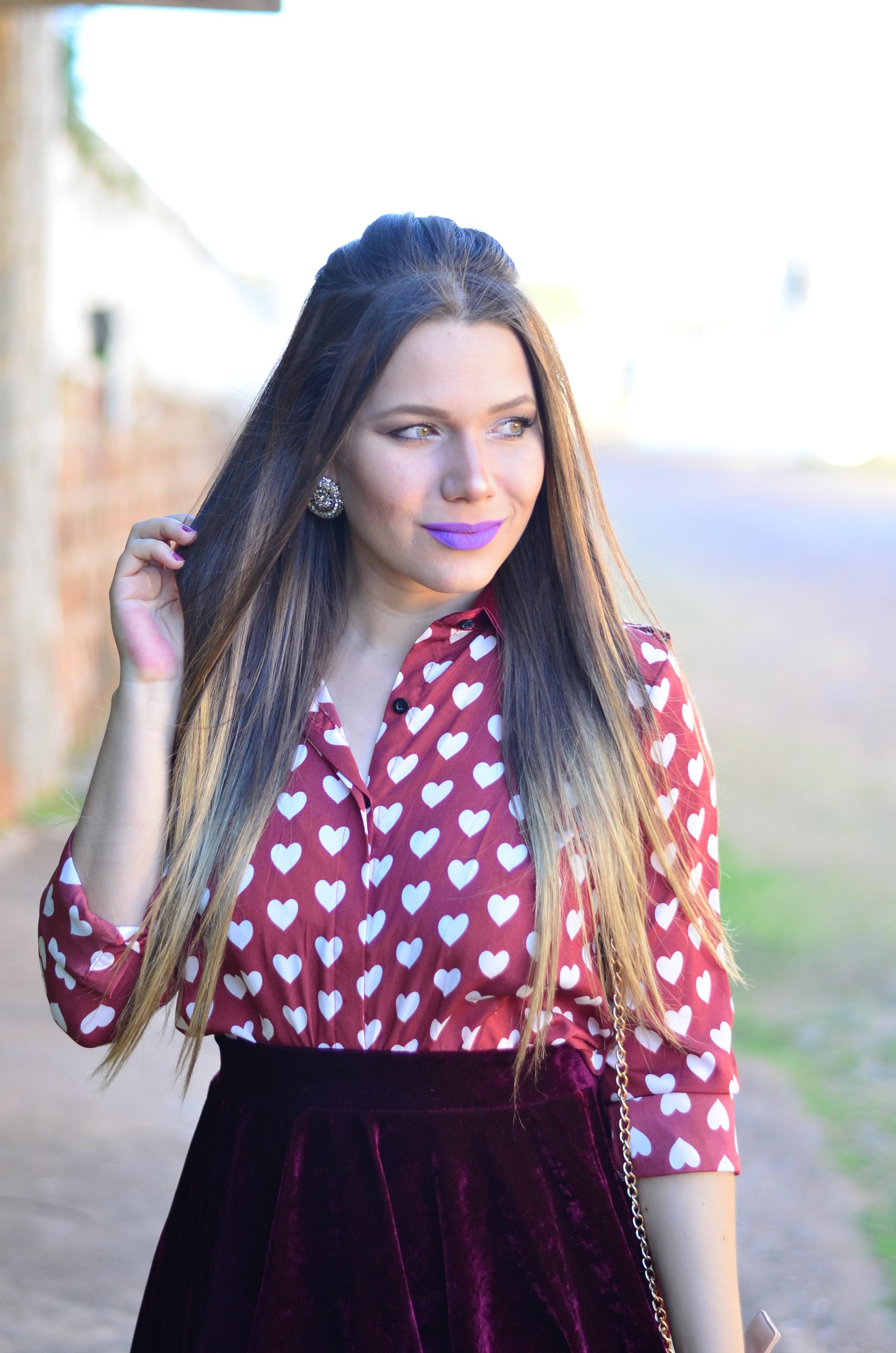 look-romantico-camisa-coracoes-e-rasteira-dourada16
