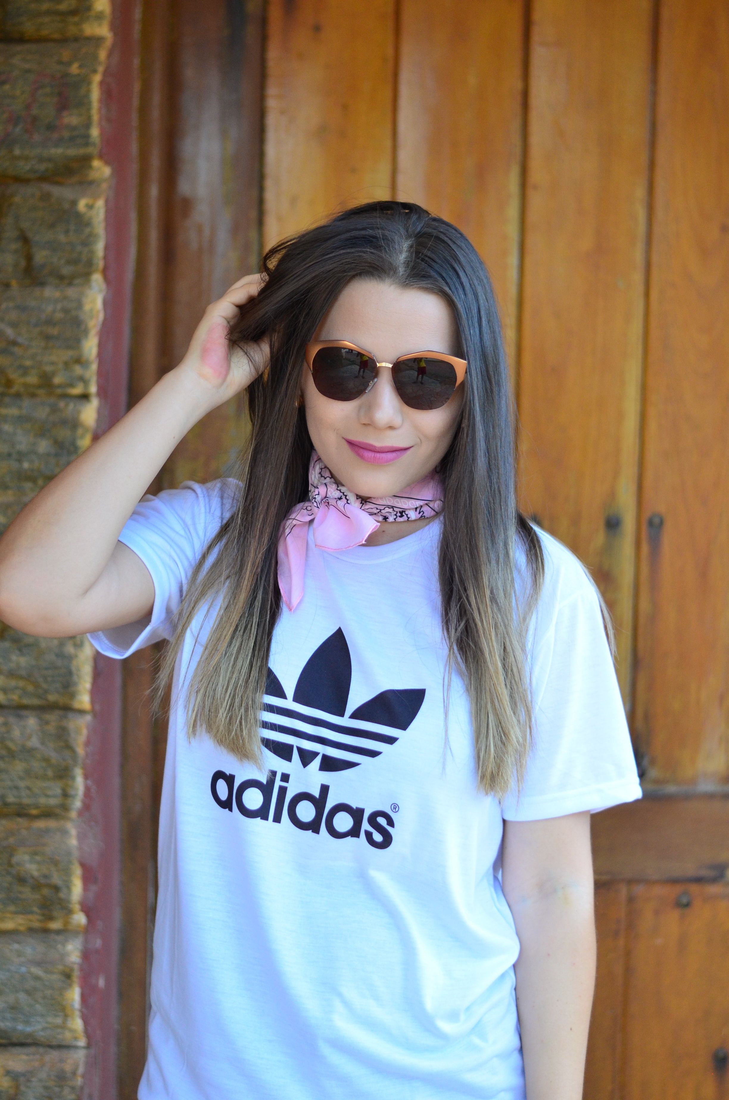 bfe611e1209 Ursula Andress » Look do Dia  T-shirt Adidas e Tênis SuperStar Rosa ...