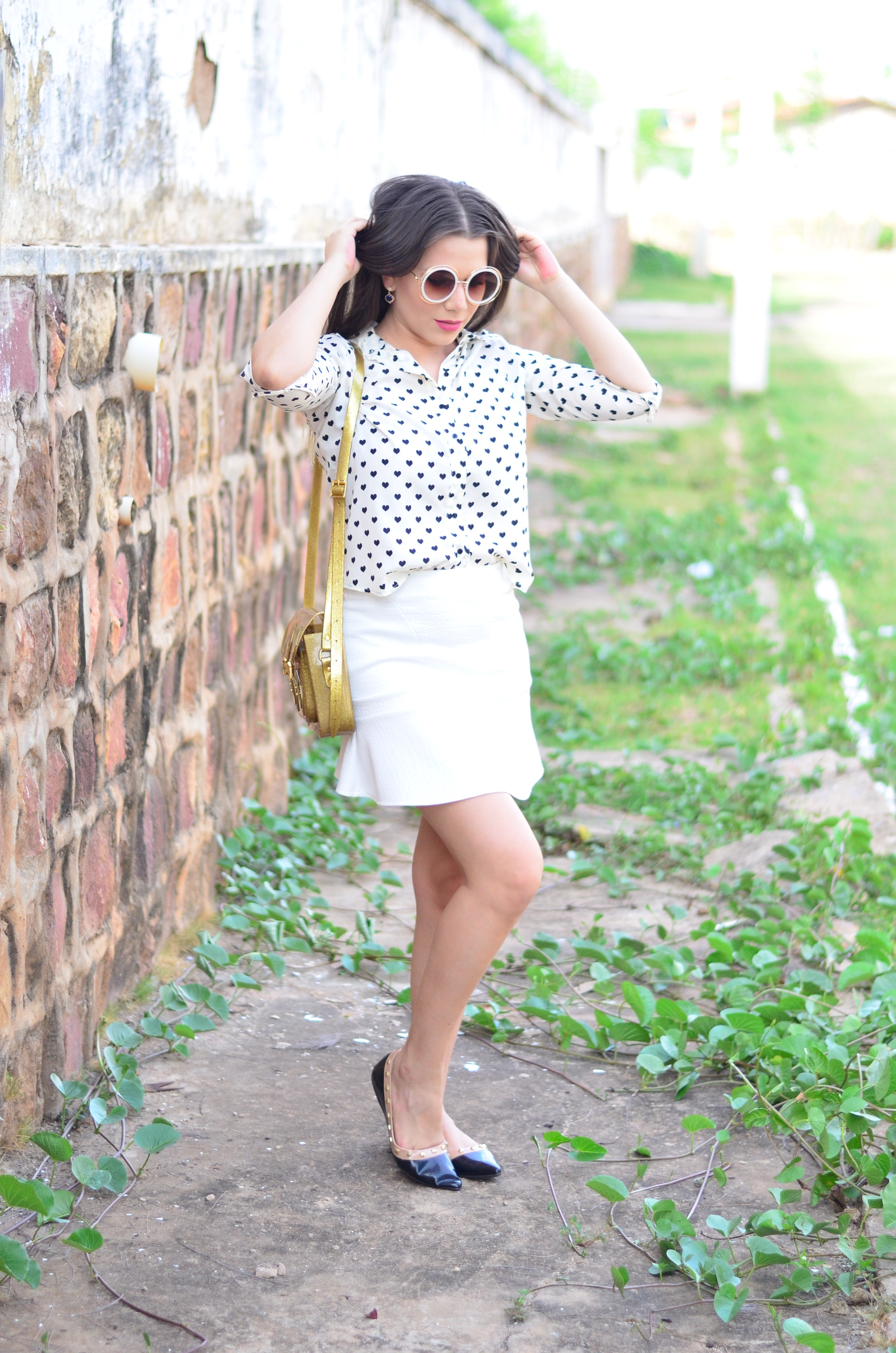 look-saia-e-camisa-branca-com-oculos-inspiracao-chloe-13