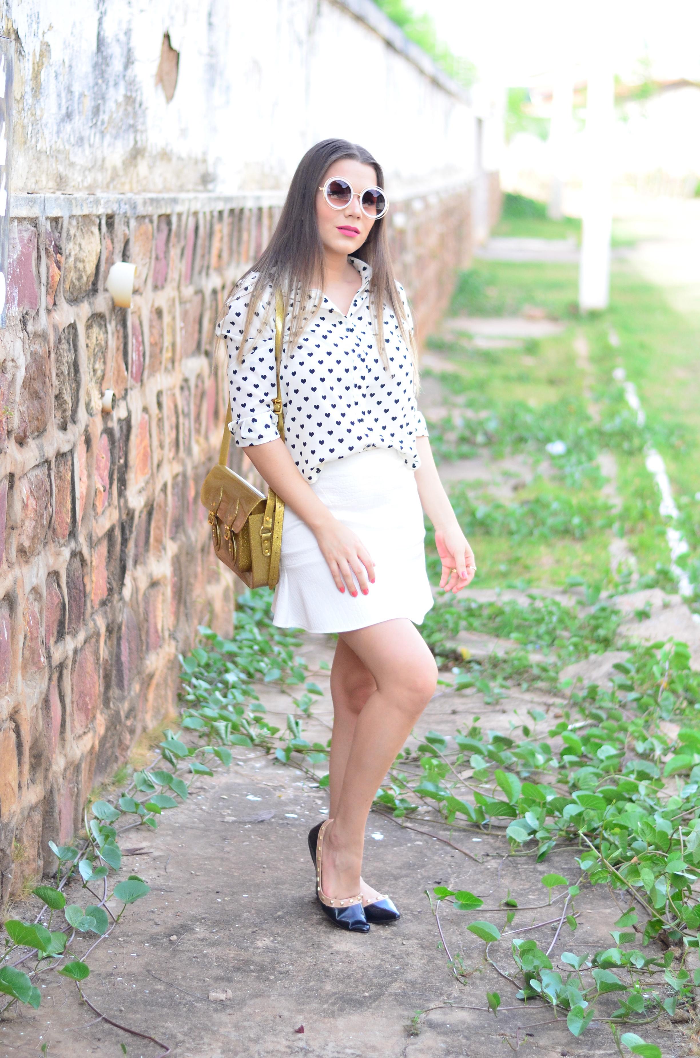 look-saia-e-camisa-branca-com-oculos-inspiracao-chloe-14