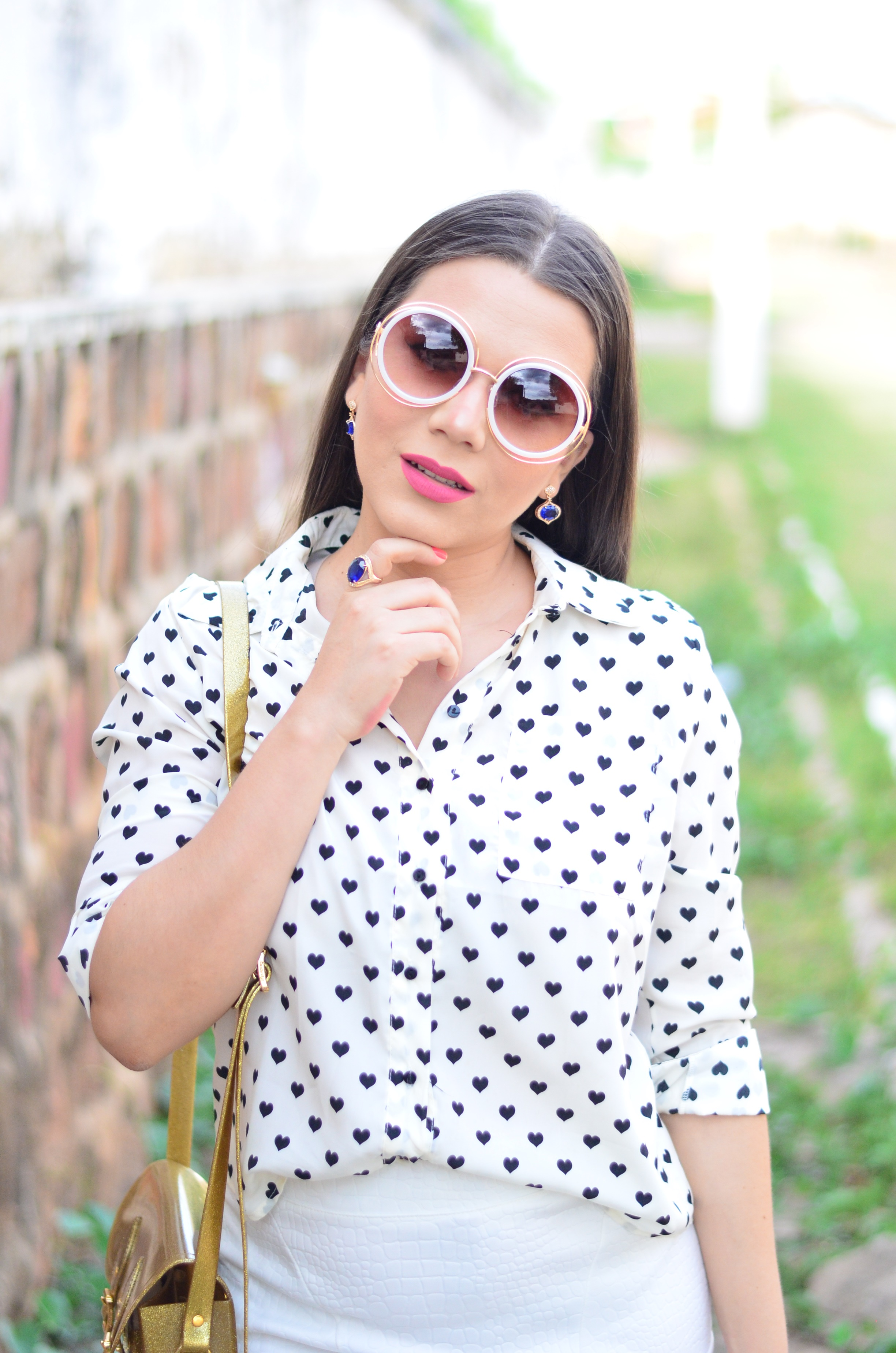 look-saia-e-camisa-branca-com-oculos-inspiracao-chloe-17