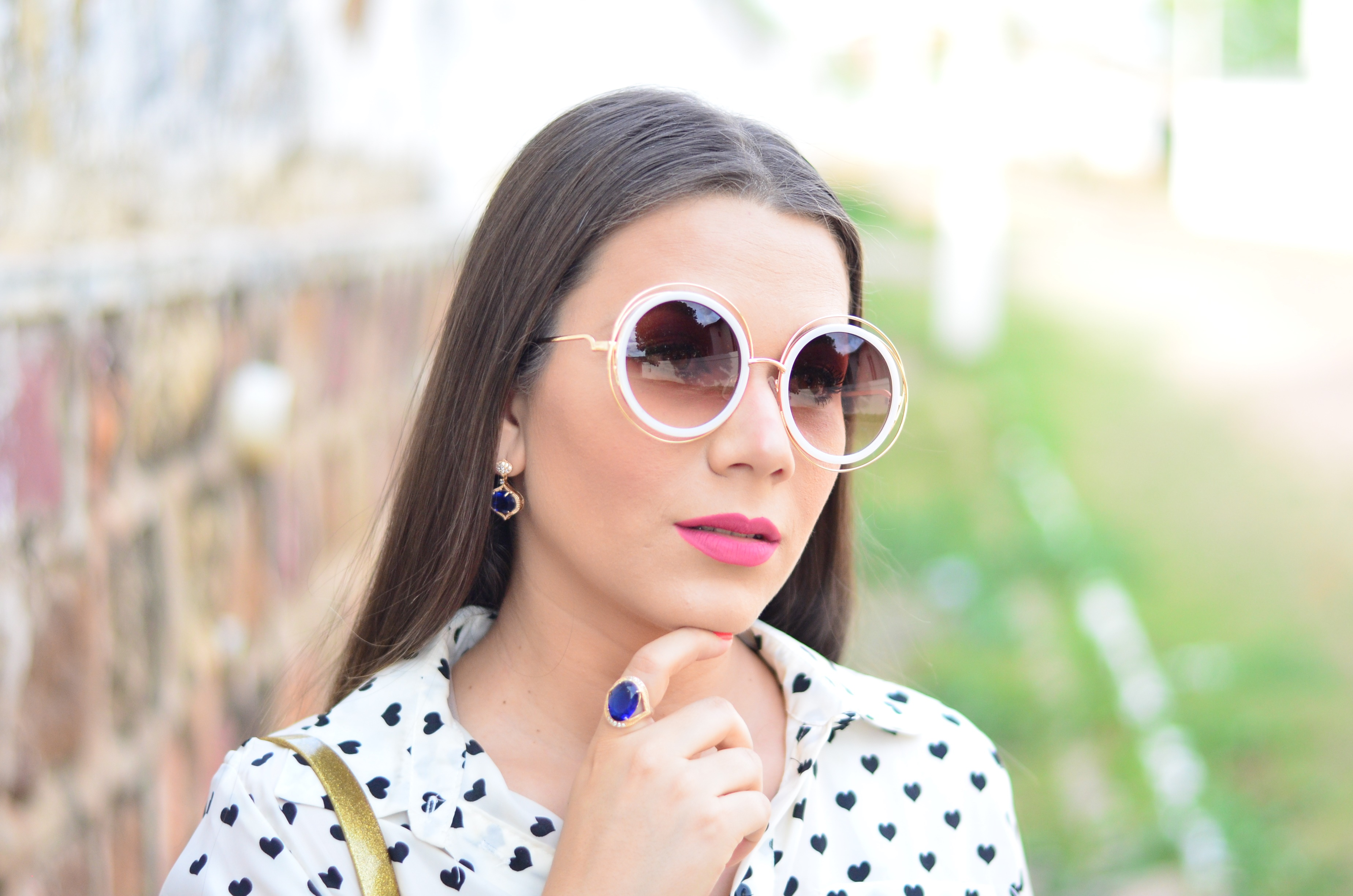 look-saia-e-camisa-branca-com-oculos-inspiracao-chloe-20