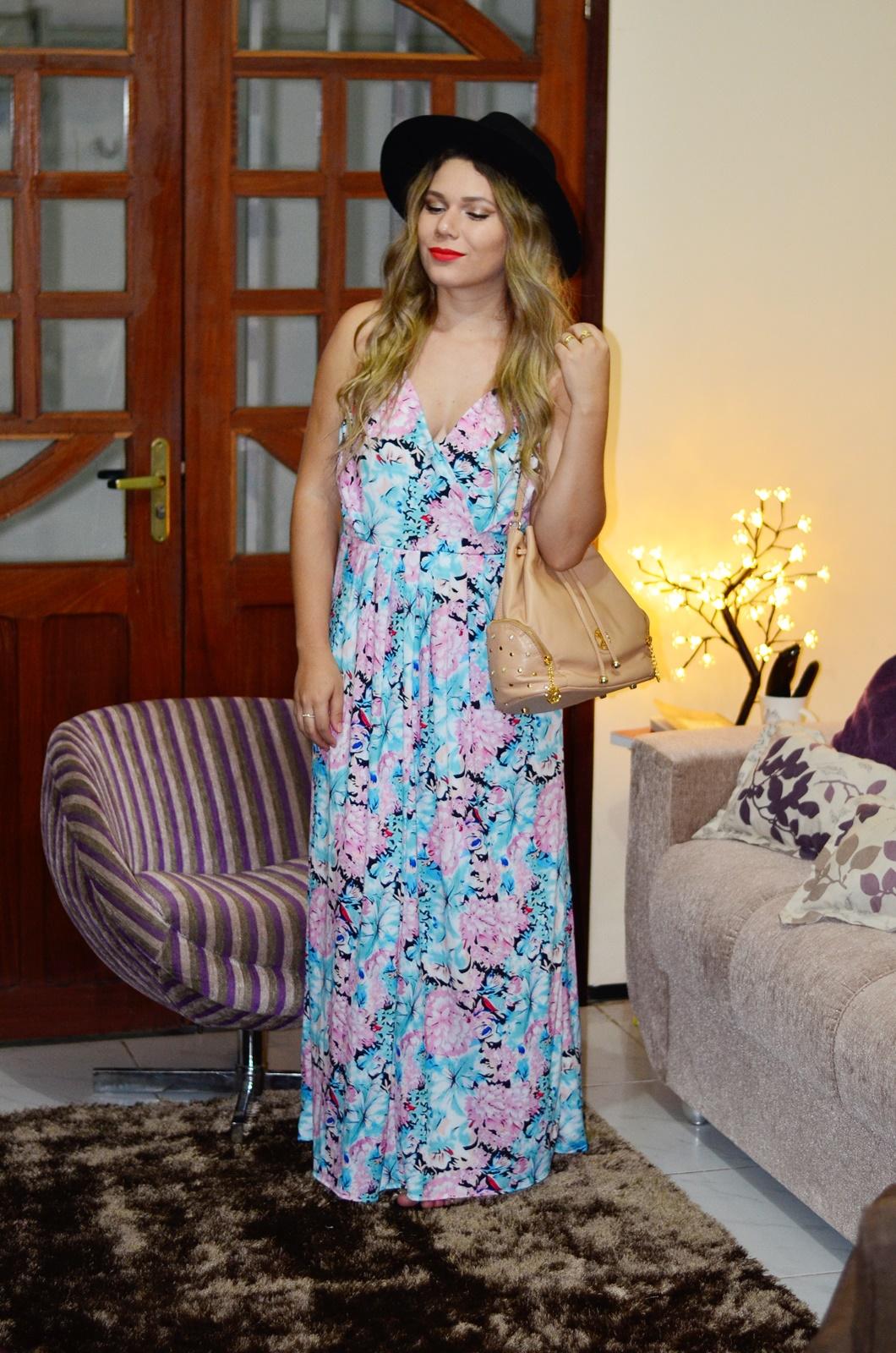 vestido longo floral + chapeu + bolsa saco 6