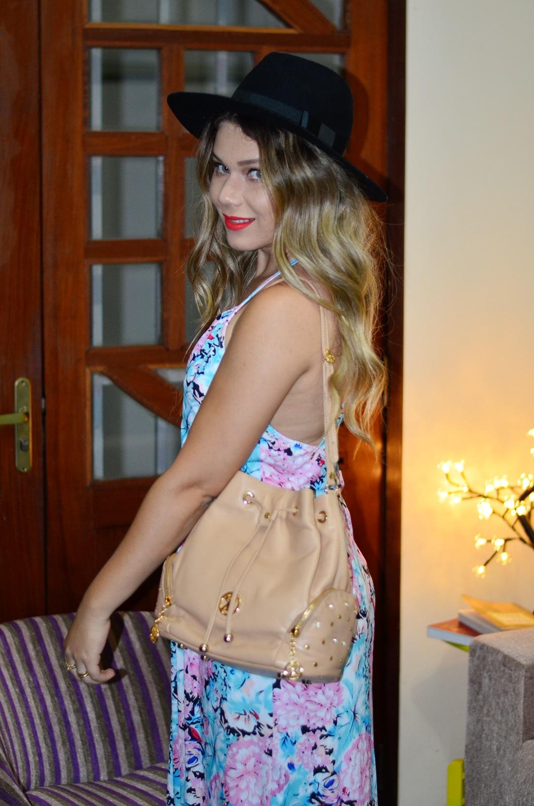 vestido longo floral + chapeu + bolsa saco 7