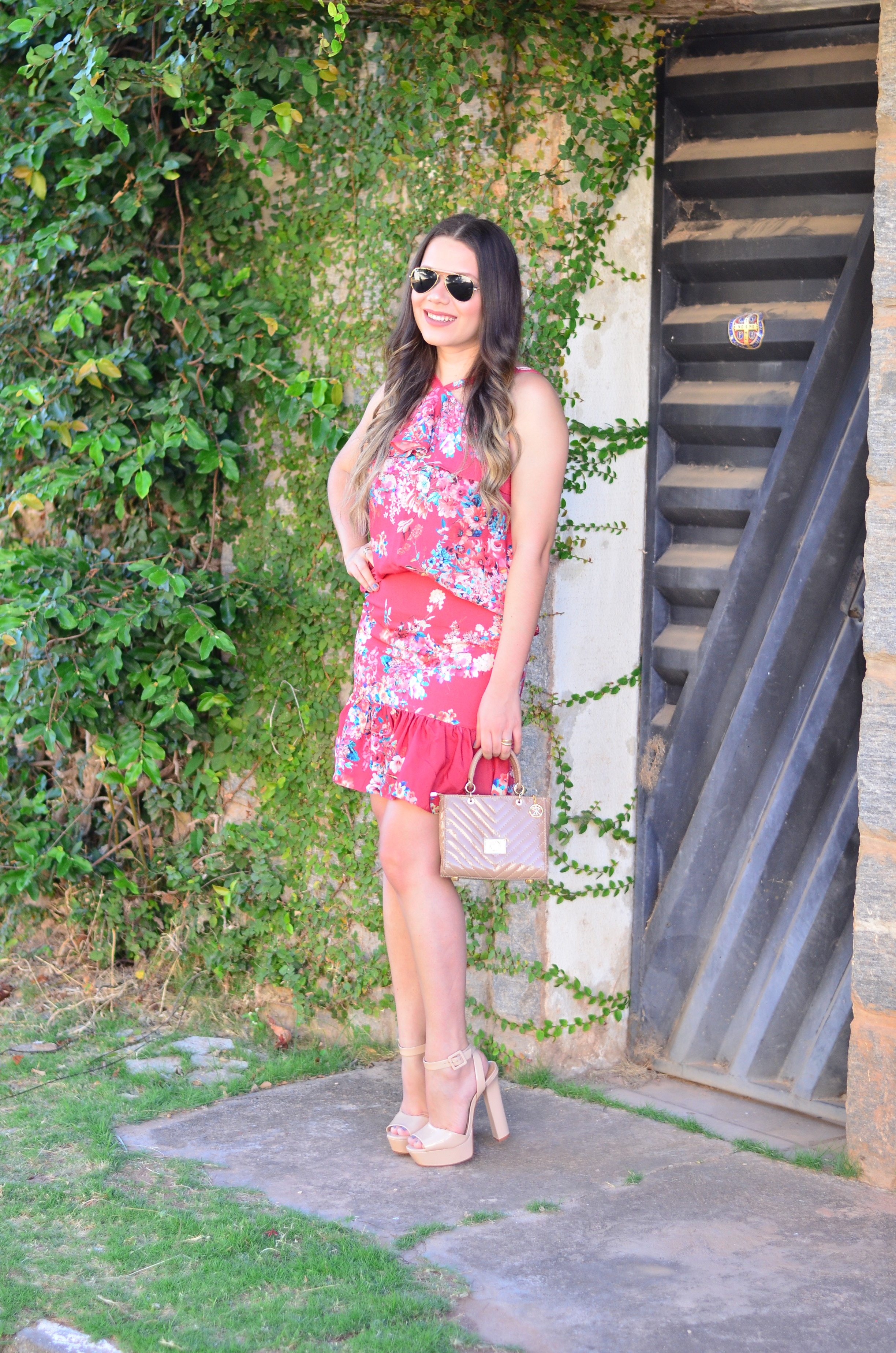look-do-dia-conjunto-floral-e-salto-schutz-mini-bag11