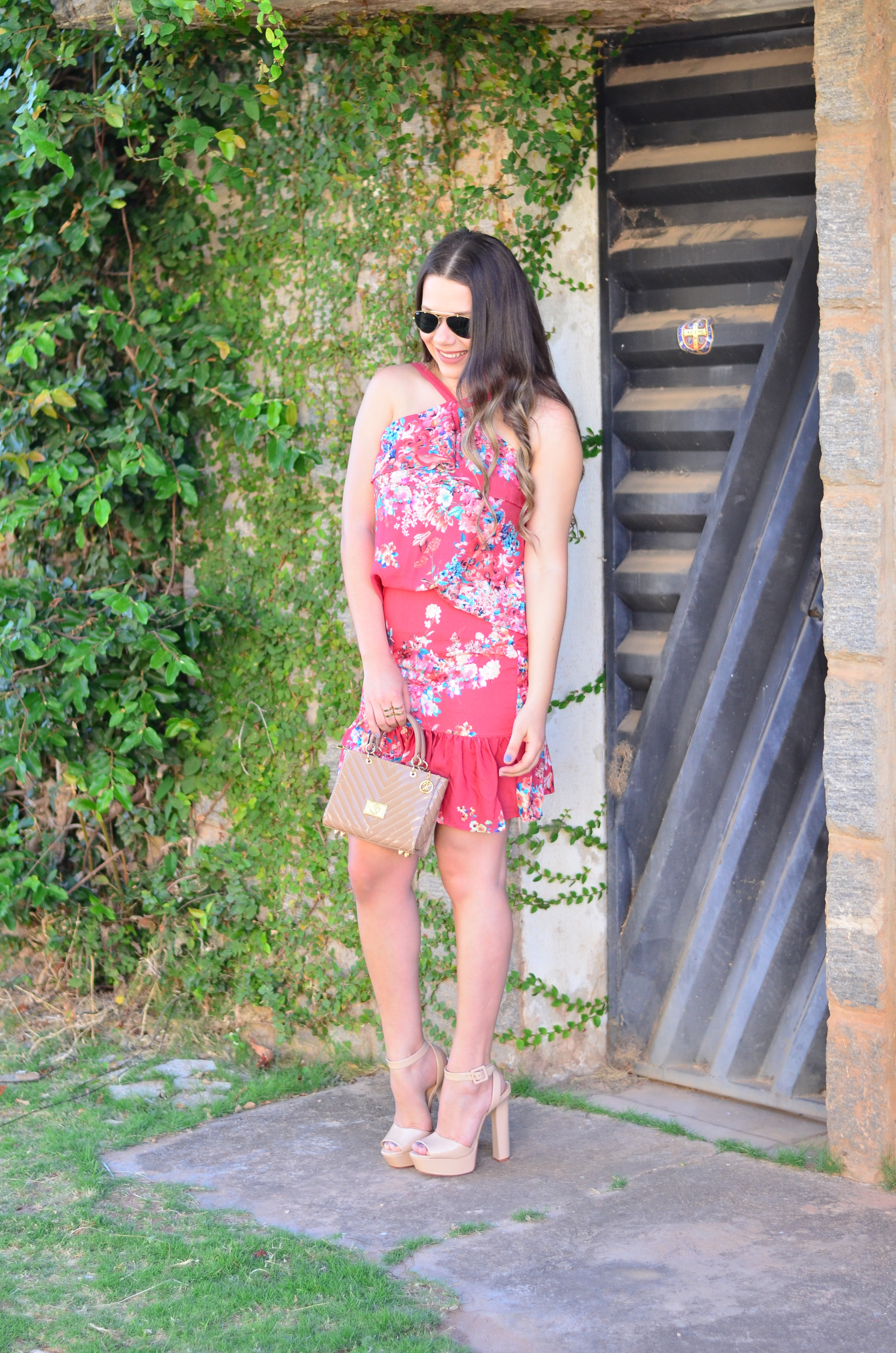 look-do-dia-conjunto-floral-e-salto-schutz-mini-bag13